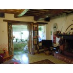 Old Style Farmhouse For Sale in Central Italy