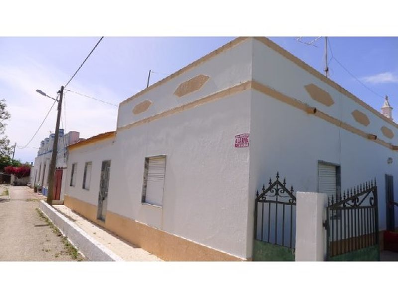 Semi Detached Farm House With Over 4 Hectares Of Land Including An Orange Grove. Tavira