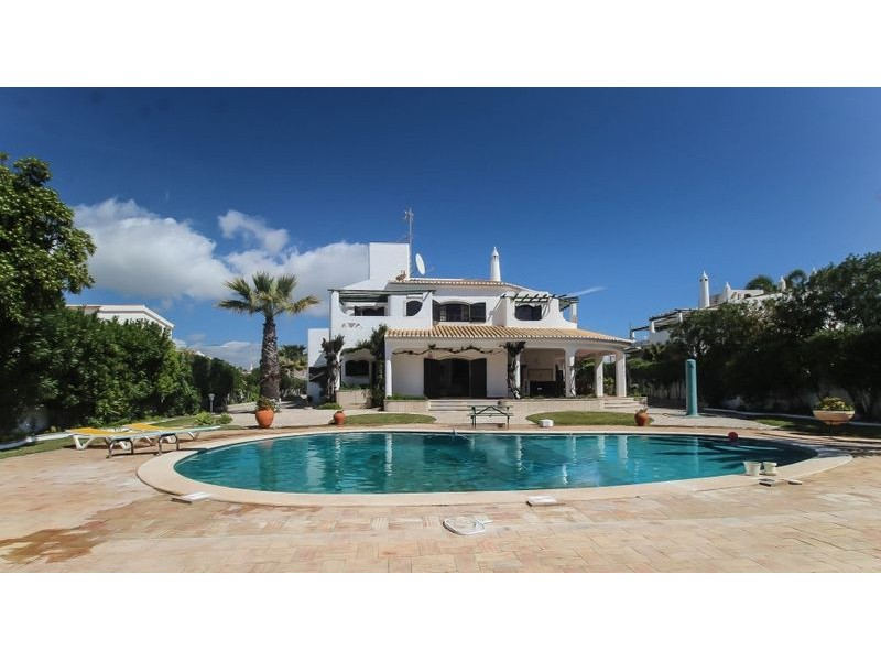 Beautiful Detached Villa For Sale Walking Distance To The Beach Gale Albufeira