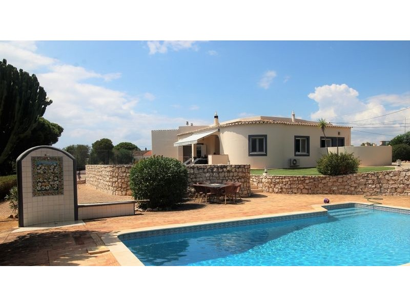 3 Bedroom Villa With Sea Views And Tennis Court For Sale In Carvoeiro