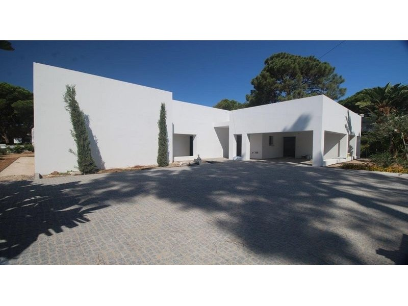 3 Bedroom Contemporary Single Story Villa For Sale In Vilamoura