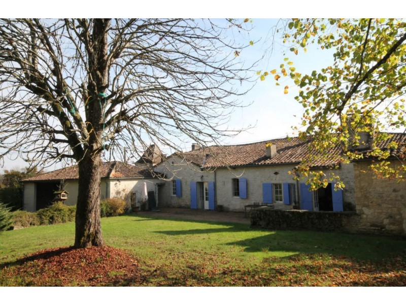 Superb 5 Bedroom Country House in Duras France