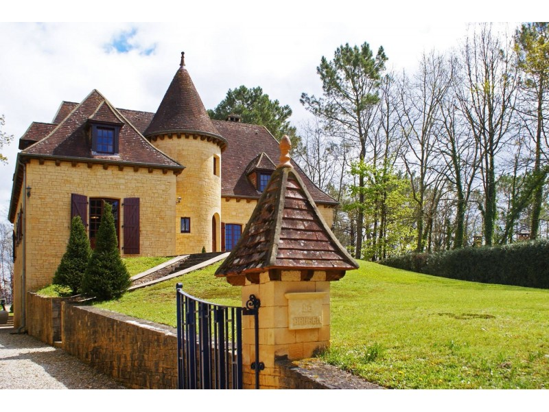 Superb 4 Bedroom Perigourdian Style House for sale in Beynac-et-Cazenac Dordogne France