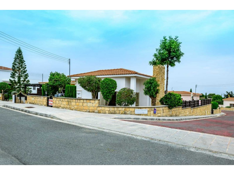 Superb 2 Bed Bungalow in Anarita Village Anarita Sunrise Paphos Cyprus