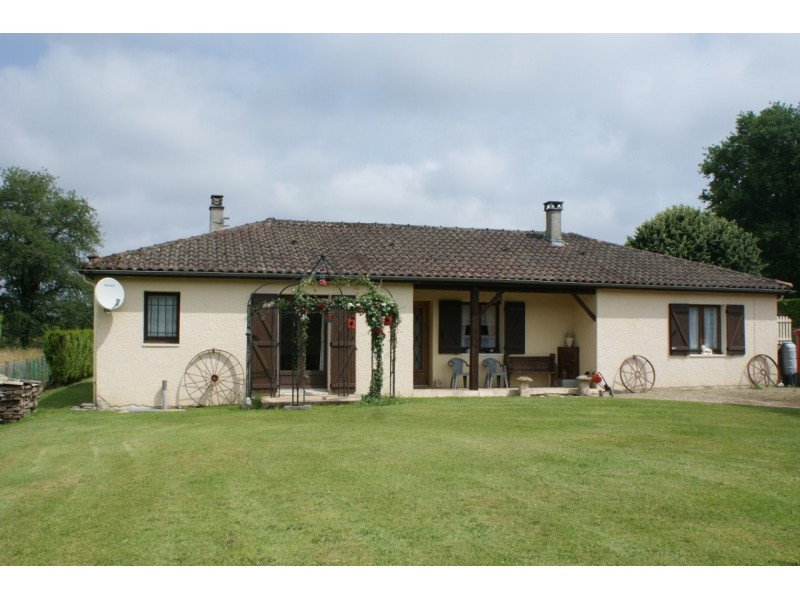 Excellent 3 Bedroom House in Pensol France