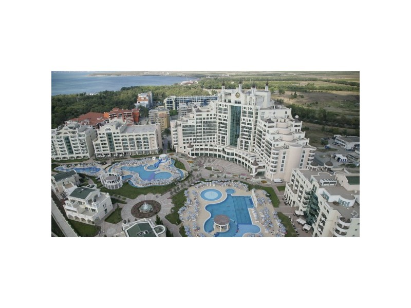 Superb 4 Bed Sunset Resort Apartment in Pomorie Bulgaria