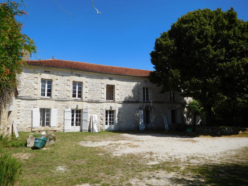 Arable farm with superb 4 bedroom house and 1 bedroom annexe in Dordogne France