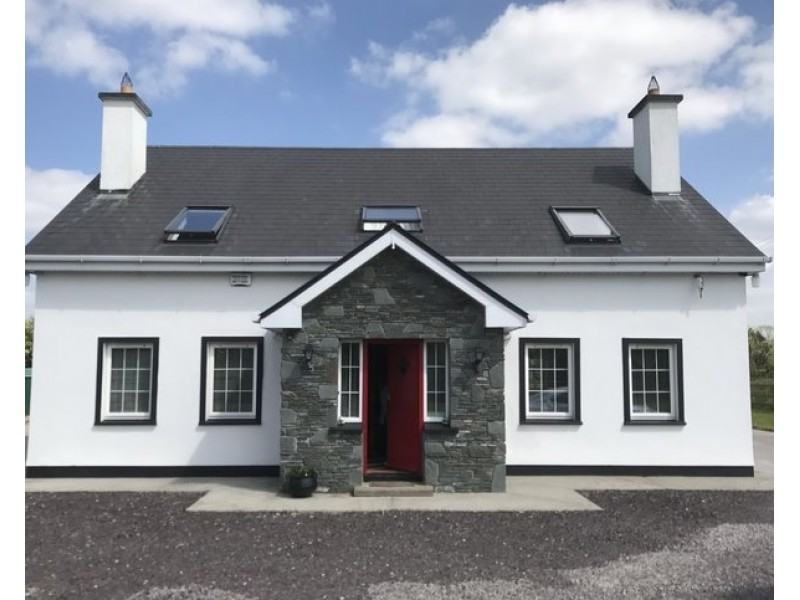 Superb 4 Double Bedroomed Detached House in Killarney Co. Kerry