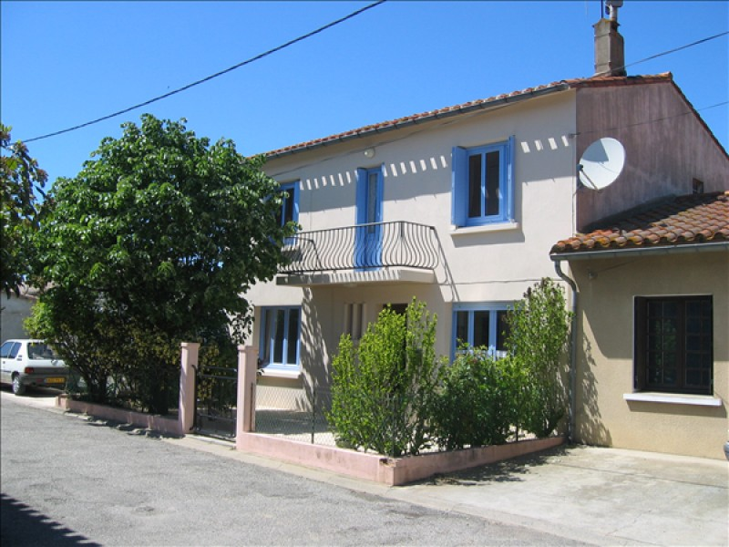 FOUR BEDROOM DETACHED HOUSE WITH SWIMMING POOL  SITUATED IN AIGUES VIVE LANGUDOC FRANCE