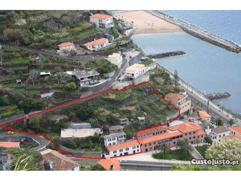 13 Bed House with Land in Calheta Portugal