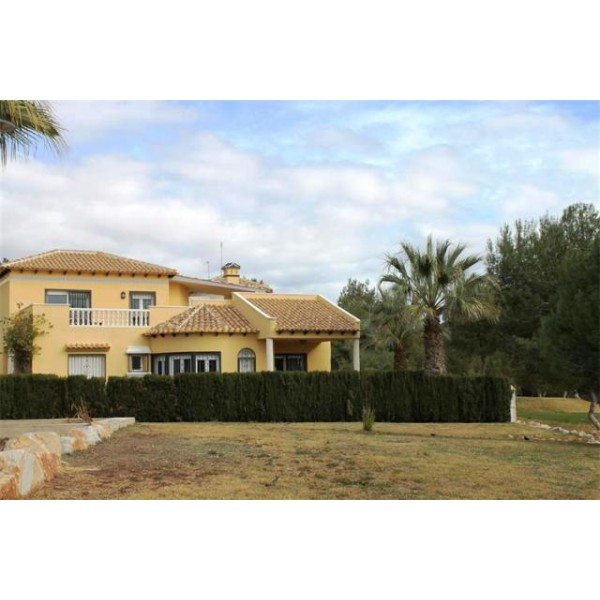 Villa For Sale In Las Ramblas Ag0030