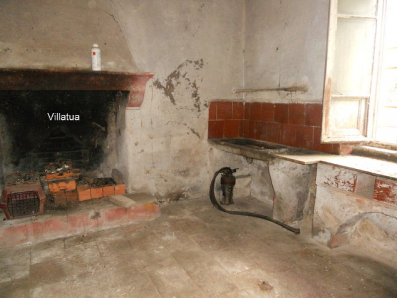 Village/Town House - 10 minutes drive west of Lucca